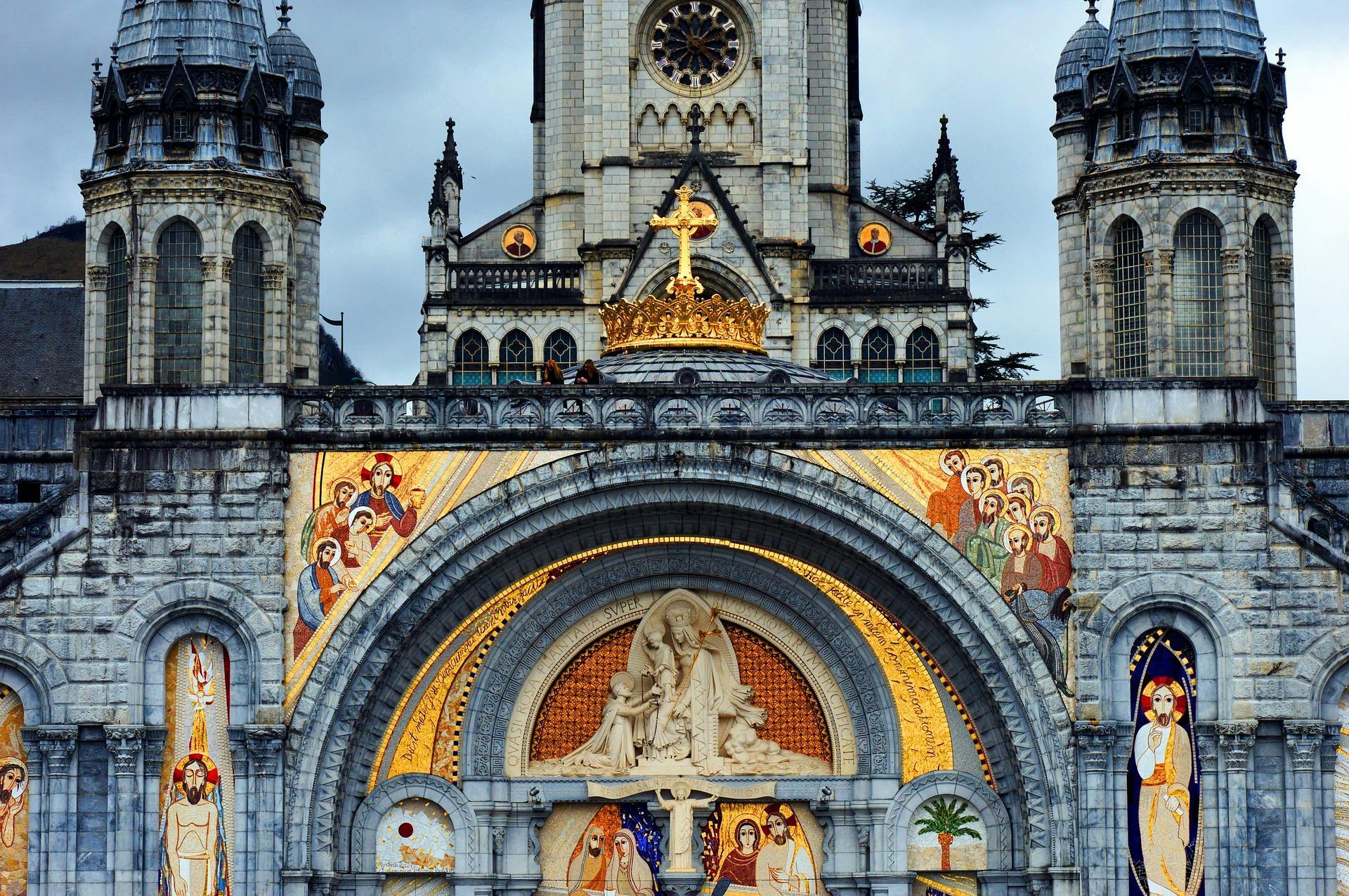 Cathedrale de lourdes en plan rapproche