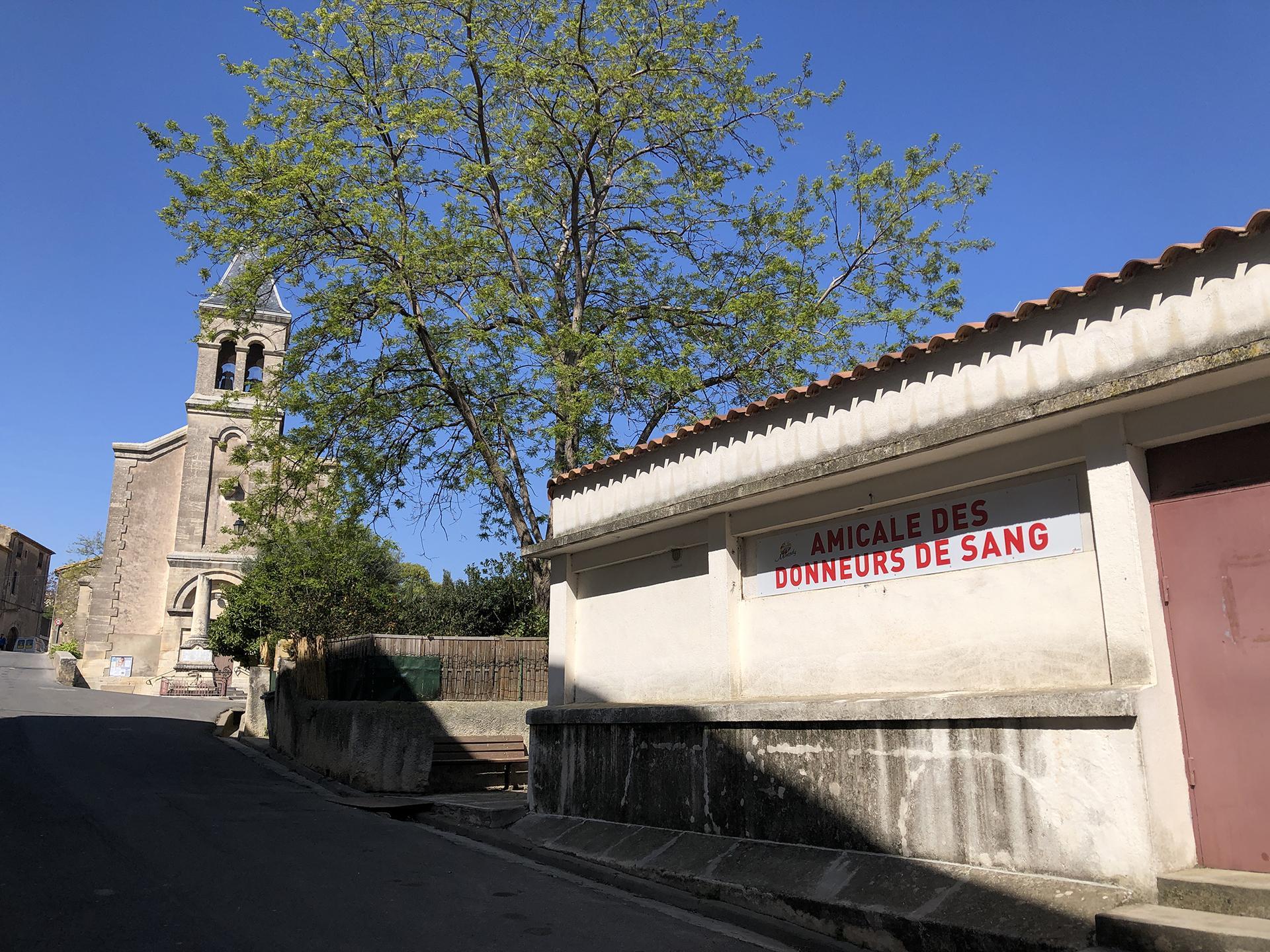 Eglise de montady et local donneurs de sang de profil